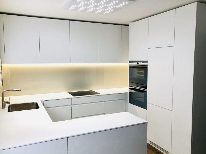 Eine Küche von Späni AG Schreinerei und Innenausbau, installiert in Arth