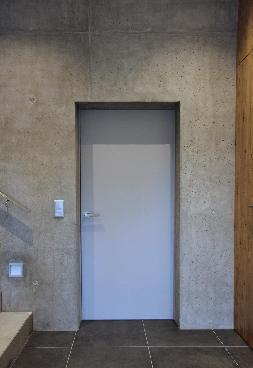 Türe von Späni AG Schreinerei und Innenausbau, eingebaut in Alpthal