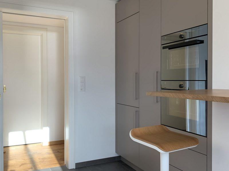 Eine Küche von Späni AG Schreinerei und Innenausbau, installiert in Brunnen
