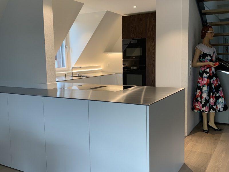 Eine Küche von Späni AG Schreinerei und Innenausbau