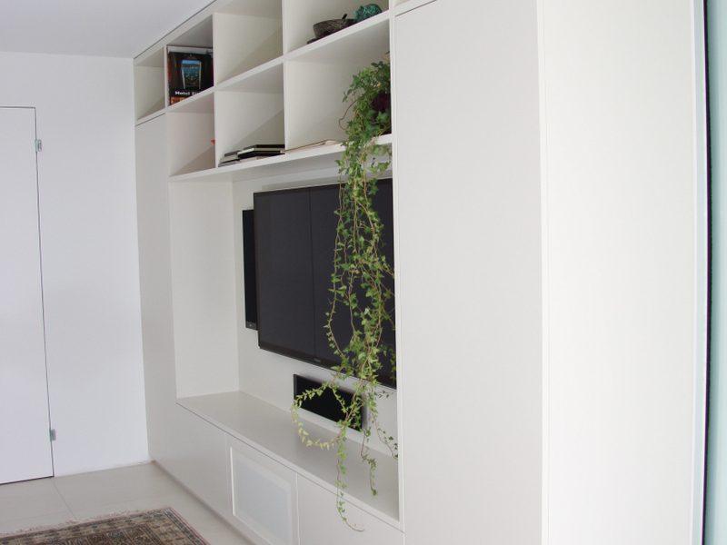 ein Fernsehmöbel, Schrank von Späni AG Schreinerei und Innenausbau Schwyz