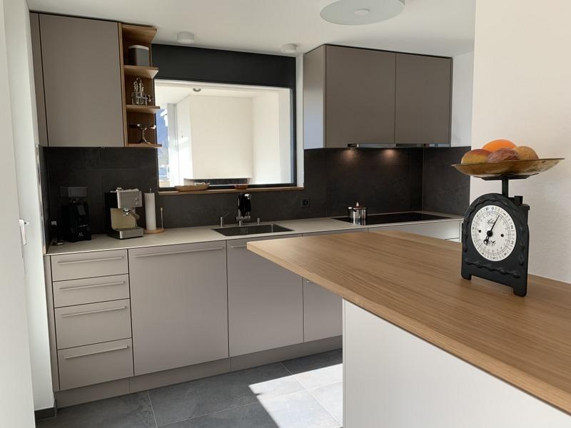 eine Küche von Späni AG Schreinerei und Innenausbau Schwyz, montiert in Brunnen