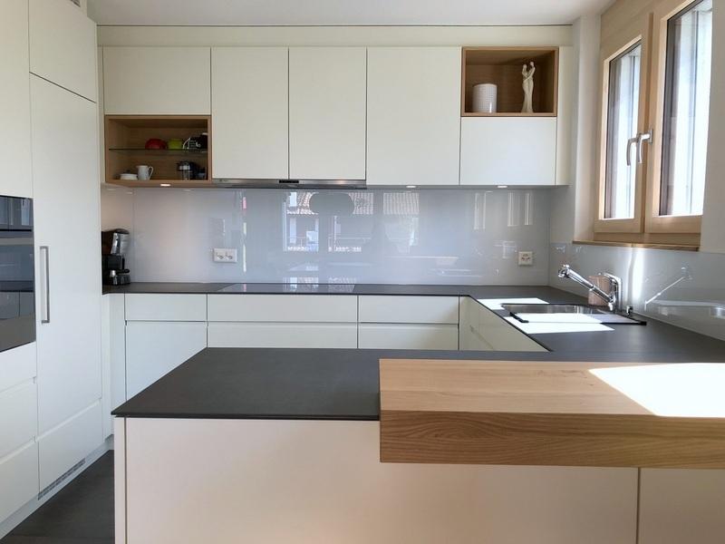 eine Küche von Späni AG Schreinerei und Innenausbau Schwyz, montiert in Seewen